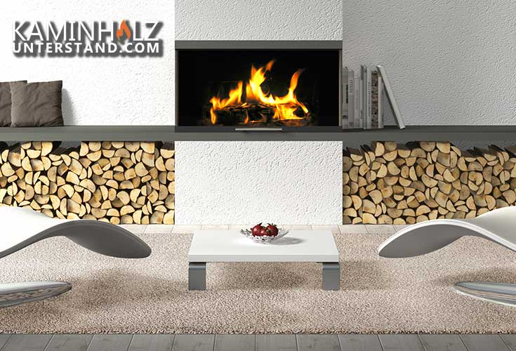 Kaminholzregal im Haus mit Kaminfeuer