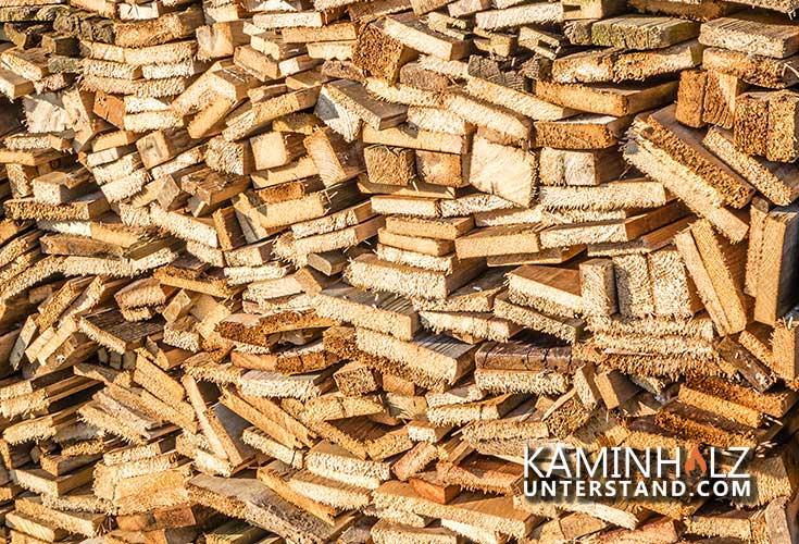 Kaminholz aus Brettern für Kaminholzregal mit Schrank